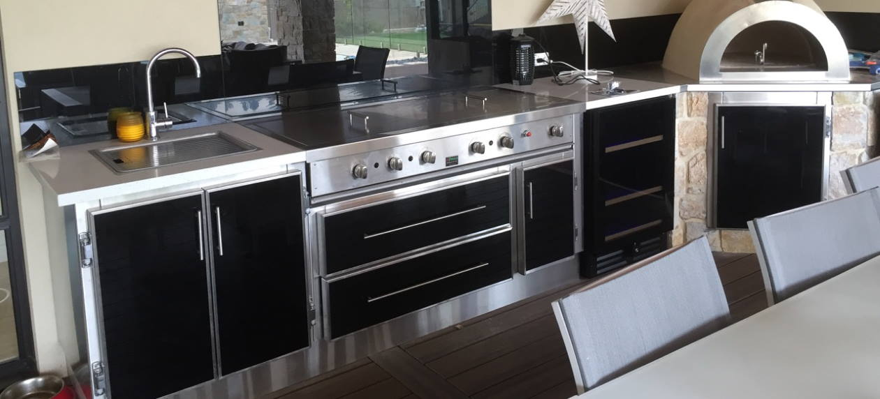 stunning indoor setting for a new Alfresco Wildfire oven
